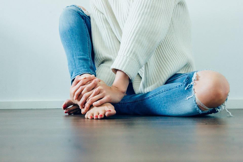 jak zwęzić spodnie w pasie za pomoca gumki