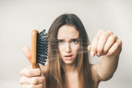 naturalne zagęszczanie włosów