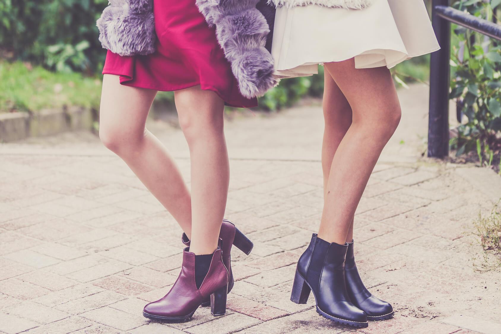 jakie buty do granatowej sukienki stylizacje