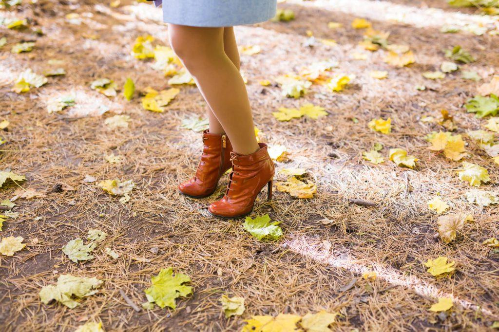jaki kolor butów do czerwonej sukienki